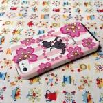 可愛いラブラドールと桜のiPhone5ケースです